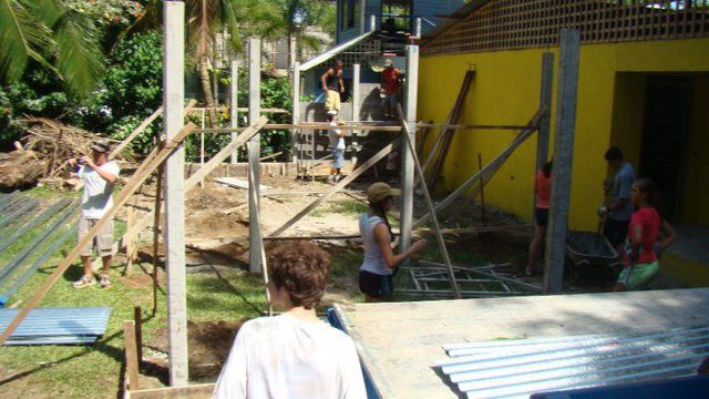 Building Classroom in Playa Chiquita