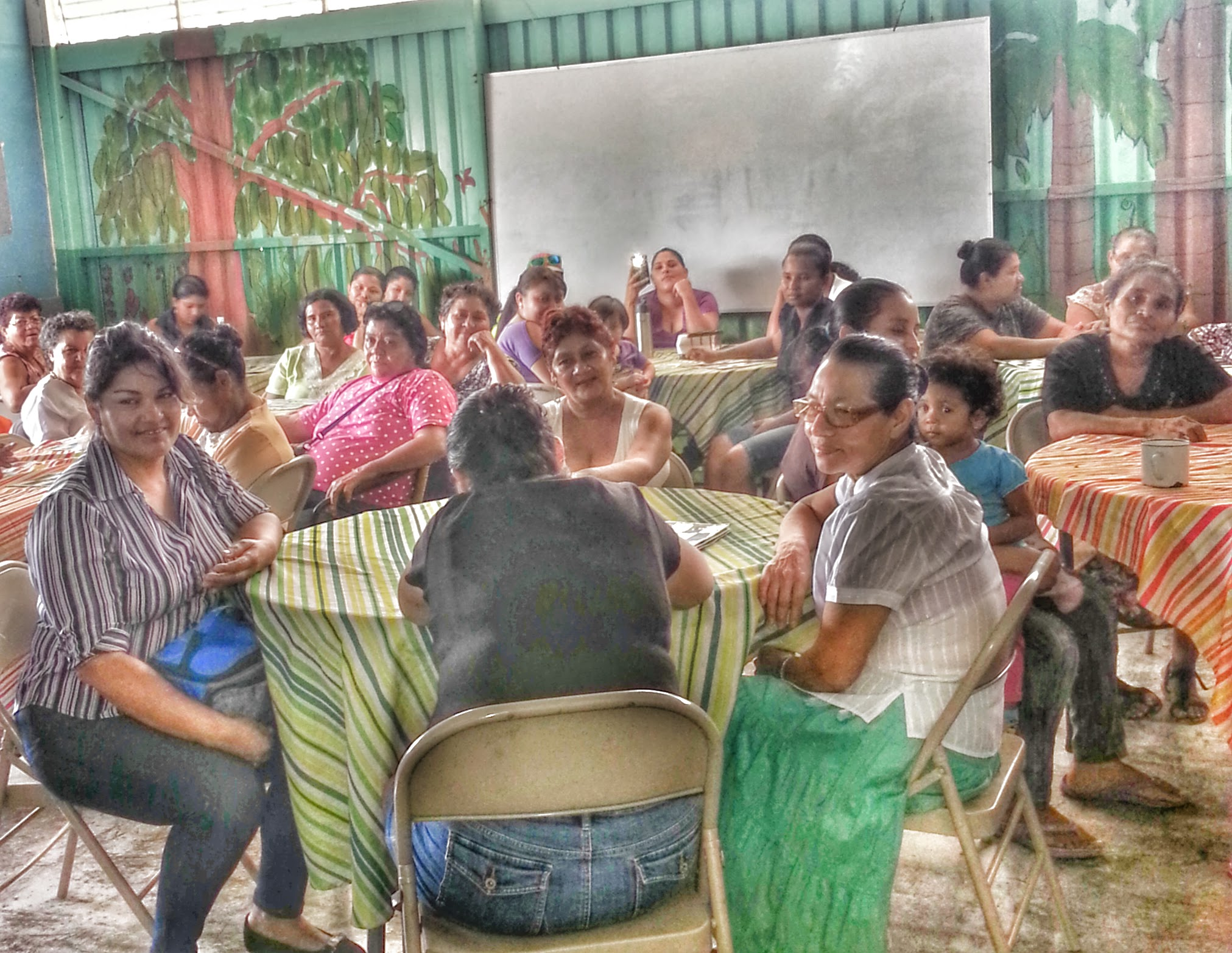 Women from La Carpio take part in a community meeting.