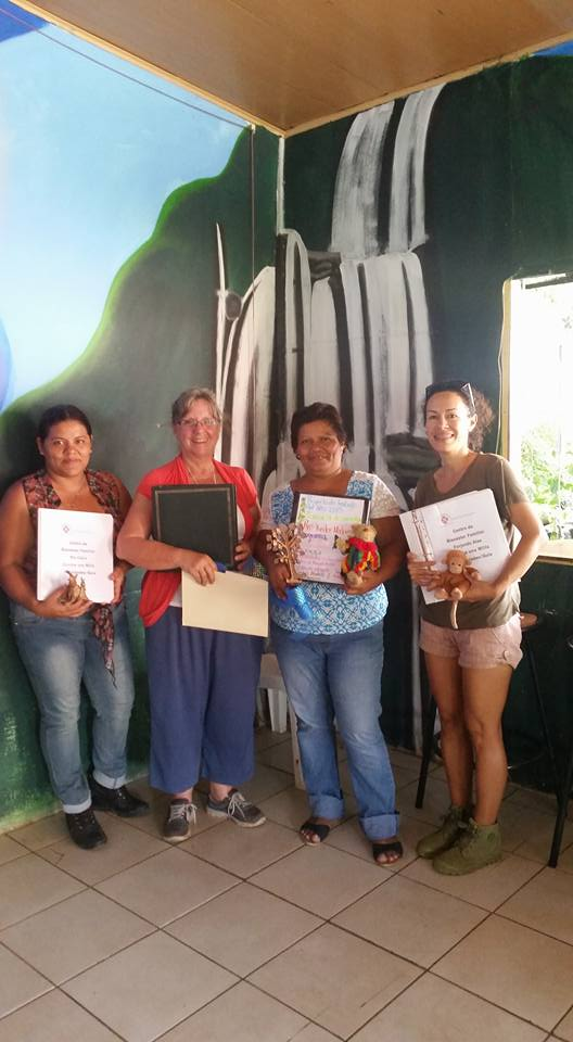 The teachers of Rio Claro and Uvita meet with Gail to plan organization of